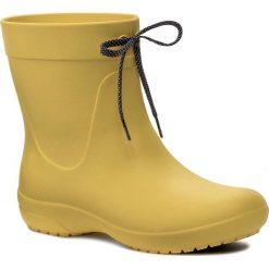 Kalosze CROCS - Freesail Shorty Rainboot 203851 Lemon. Żółte buty zimowe damskie Crocs, z materiału. Za 199,00 zł.