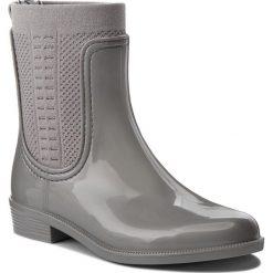 Kalosze TOMMY HILFIGER - Shiny Rain Boot FW0FW03403 Silver 000. Czarne buty zimowe damskie marki TOMMY HILFIGER, z materiału, z okrągłym noskiem, na obcasie. W wyprzedaży za 319,00 zł.