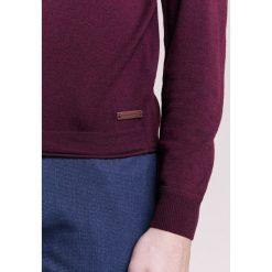 Baldessarini KAI Sweter bordeaux. Czerwone kardigany męskie marki Baldessarini, m, z materiału. W wyprzedaży za 583,20 zł.