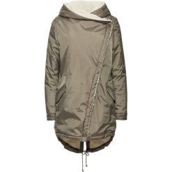 Płaszcz bonprix jasnooliwkowy. Zielone płaszcze damskie marki bonprix, w kropki, z kopertowym dekoltem, kopertowe. Za 229,99 zł.