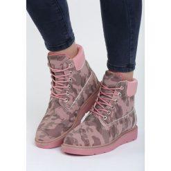 Różowe Traperki Temples of Ice. Czerwone buty zimowe damskie marki Born2be, na niskim obcasie. Za 74,99 zł.