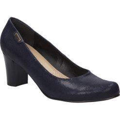 Czółenka na słupku Casu 364. Brązowe buty ślubne damskie marki bonprix, na obcasie. Za 149,99 zł.