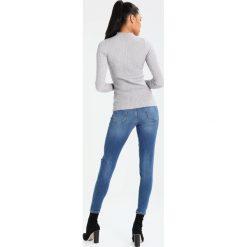 Miss Selfridge RAW HEM LIZZI Jeans Skinny Fit mid denim. Niebieskie boyfriendy damskie Miss Selfridge. Za 209,00 zł.