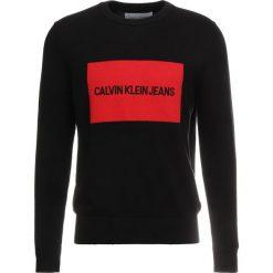 Calvin Klein Jeans INSTITUTIONAL BOX SWEATER Sweter black. Czarne swetry klasyczne męskie Calvin Klein Jeans, m, z bawełny. Za 419,00 zł.