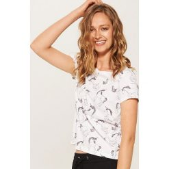 T-shirty damskie: Koszulka z nadrukiem w jednorożce - Biały