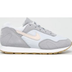 Nike - Buty Outburst. Szare buty sportowe damskie Nike, z materiału. W wyprzedaży za 329,90 zł.