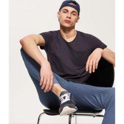 T-shirty męskie: T-shirt basic z kieszonką – Szary