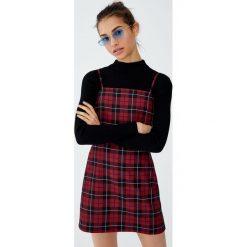 Sukienka mini w kratkę. Czerwone sukienki hiszpanki Pull&Bear, w kratkę, mini. Za 69,90 zł.