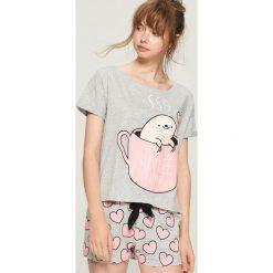 Dwuczęściowa piżama z nadrukiem - Jasny szar. Szare piżamy damskie Sinsay, l, z nadrukiem. Za 49,99 zł.