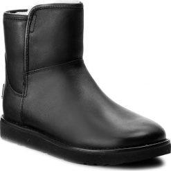 Buty UGG - W Abree Mini Leather 1017851 W/Nero. Szare buty zimowe damskie marki Ugg, z materiału, z okrągłym noskiem. W wyprzedaży za 569,00 zł.