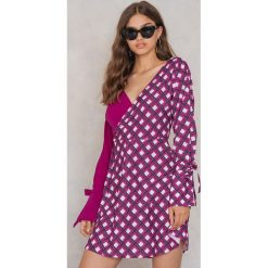 Trendyol Sukienka zakładana - Pink,Multicolor. Szare sukienki z falbanami marki Trendyol, na co dzień, z elastanu, casualowe, midi, dopasowane. W wyprzedaży za 48,59 zł.