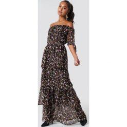 NA-KD Boho Sukienka maxi z odkrytymi ramionami - Multicolor. Niebieskie długie sukienki marki NA-KD Boho, na imprezę, w koronkowe wzory, z koronki, boho, na ramiączkach. Za 202,95 zł.
