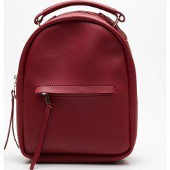 Mały plecak z kieszenią - Bordowy. Czerwone plecaki damskie marki Cropp. Za 79,99 zł.