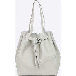 Answear - Torebka skórzana. Szare torebki klasyczne damskie marki ANSWEAR, z materiału, średnie. W wyprzedaży za 169,90 zł.