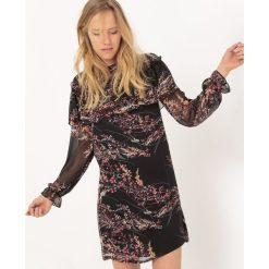 Długie sukienki: Wzorzysta rozkloszowana sukienka, półdługa