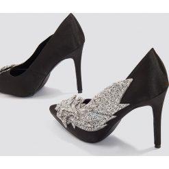 Buty ślubne damskie: NA-KD Shoes Czółenka zdobione strassem - Black