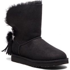 Buty UGG - W Classic Charm Boot 1095717 W/Blk. Czarne buty zimowe damskie Ugg, ze skóry. Za 1129,00 zł.