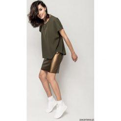 T-shirt ASM KHAKI. Brązowe t-shirty damskie Pakamera, l, z elastanu, z asymetrycznym kołnierzem. Za 150,00 zł.