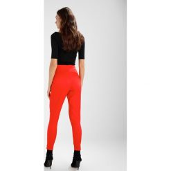 Chinosy damskie: Missguided TAILORED CIGARETTE PANTS Spodnie materiałowe red
