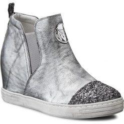 Sneakersy KARINO - 1684/078-P Szary/Czarny. Fioletowe sneakersy damskie marki Karino, ze skóry. W wyprzedaży za 249,00 zł.