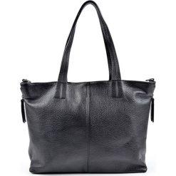 Torebka w kolorze czarnym - (S)46 x (W)28 x (G)11 cm. Czarne torebki klasyczne damskie Bestsellers bags, w paski, z materiału. W wyprzedaży za 289,95 zł.