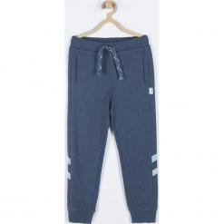 Spodnie. Niebieskie chinosy chłopięce WRAY, z bawełny. Za 59,90 zł.