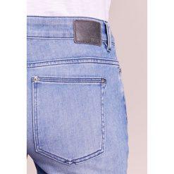 DRYKORN PULL Jeansy Slim Fit light blue. Niebieskie rurki damskie DRYKORN. W wyprzedaży za 439,20 zł.