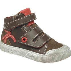 Wysokie buty sportowe ze skóry Cuddle Babe. Czerwone buty sportowe chłopięce marki Kickers, z materiału, na obcasie. Za 251,96 zł.