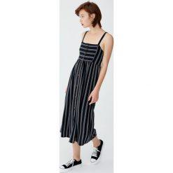 Sukienka midi na ramiączkach z guzikami. Niebieskie sukienki na komunię marki bonprix, z nadrukiem, na ramiączkach. Za 62,90 zł.
