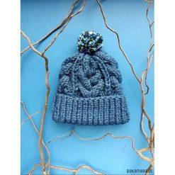 Czapka z warkoczami. Niebieskie czapki zimowe damskie marki WED'ZE, z materiału. Za 100,00 zł.