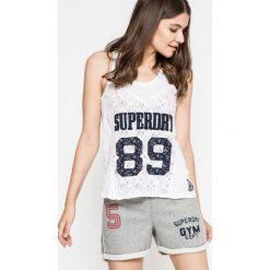 Superdry - Top. Szare topy damskie marki Superdry, l, z nadrukiem, z bawełny, z okrągłym kołnierzem. W wyprzedaży za 69,90 zł.