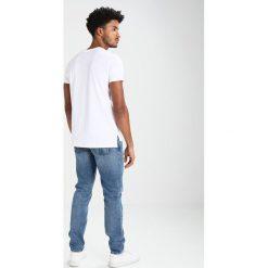 Calvin Klein Jeans BOLAN REGULAR FIT Tshirt z nadrukiem white. Białe koszulki polo Calvin Klein Jeans, m, z nadrukiem, z bawełny. Za 229,00 zł.