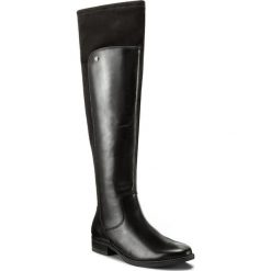 Muszkieterki CAPRICE - 9-25526-29 Black Comb 019. Szare buty zimowe damskie marki Born2be, z okrągłym noskiem, na niskim obcasie, na słupku. W wyprzedaży za 409,00 zł.