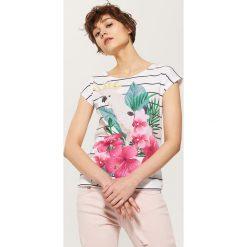 T-shirty damskie: T-shirt z papugą – Biały