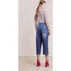 IBlues CIUFFO Szorty jeansowe blue jeans. Niebieskie jeansy damskie iBlues, z bawełny. W wyprzedaży za 409,05 zł.