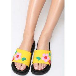 Żółte Klapki Stiff Sunflower. Brązowe klapki damskie marki Born2be, z materiału, na obcasie. Za 59,99 zł.