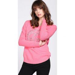 Różowy Sweter Conglomeration. Czerwone swetry klasyczne damskie Born2be, na jesień, l. Za 64,99 zł.