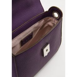 LIU JO CROSSBODY MANHATTAN Torebka violette. Fioletowe torebki klasyczne damskie Liu Jo. Za 499,00 zł.