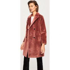 Płaszcz ze sztucznego futra - Fioletowy. Fioletowe płaszcze damskie Reserved. Za 249,99 zł.