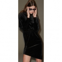 Aksamitna sukienka z dekoltem na plecach - Czarny. Czarne sukienki na komunię Reserved, l, z dekoltem na plecach. Za 159,99 zł.