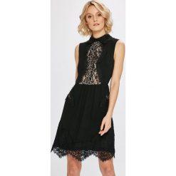 Morgan - Sukienka. Szare sukienki koronkowe marki Morgan, na co dzień, casualowe, mini, rozkloszowane. W wyprzedaży za 299,90 zł.