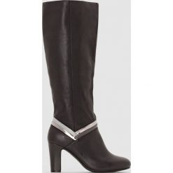 Skórzane kozaki z fantazyjnymi paskami. Czarne buty zimowe damskie La Redoute Collections, z materiału. Za 417,90 zł.