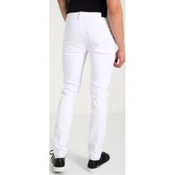 Jeansy męskie regular: Sixth June ANKLE ZIPPER WITH DESTROY  Jeansy Slim Fit white