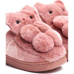 Różowe Kapcie My Teddy Bear. Czerwone kapcie dziewczęce Born2be, z materiału. Za 29,99 zł.