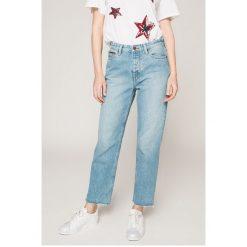 Tommy Jeans - Jeansy Izzy. Niebieskie jeansy damskie slim Tommy Jeans, z bawełny, z podwyższonym stanem. W wyprzedaży za 339,90 zł.
