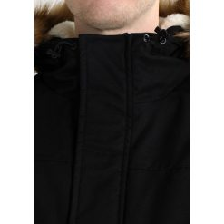 Urban Classics FIFFI Kurtka zimowa black. Niebieskie kurtki męskie zimowe marki Urban Classics, l, z okrągłym kołnierzem. Za 629,00 zł.