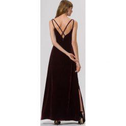IVY & OAK CROSS STRAPS Długa sukienka merlot. Czerwone długie sukienki IVY & OAK, z jedwabiu, z długim rękawem. W wyprzedaży za 395,45 zł.