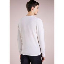 Swetry klasyczne męskie: FTC Cashmere Sweter pristine white