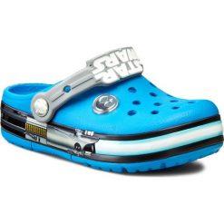 Klapki CROCS - Crocslights Star Wars Jedi Clg 16270 Ocean/Light Grey. Niebieskie klapki chłopięce marki Crocs, z tworzywa sztucznego. W wyprzedaży za 179,00 zł.
