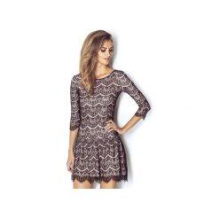 Sukienka Quenn. Czarne sukienki dzianinowe marki Wow fashion, w koronkowe wzory, dekolt w kształcie v, dopasowane. Za 499,00 zł.